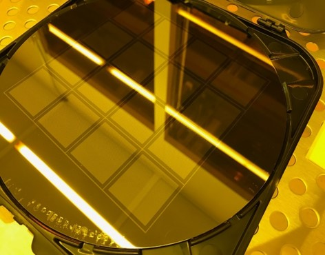 200 mm wafer with 16 gratings